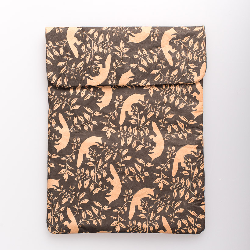 dubaruba_paper sleeve iPad tablet sleeve-the flying foxes print the wren design south africa cape town handcrafted made in africa